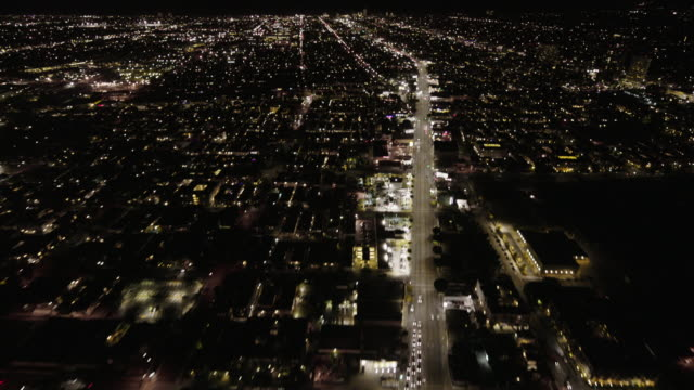helicopter aerial, wide angle view, flying at night along santa monica boulevard in santa monica, looking west. - ヘリコプター点の映像素材/bロール