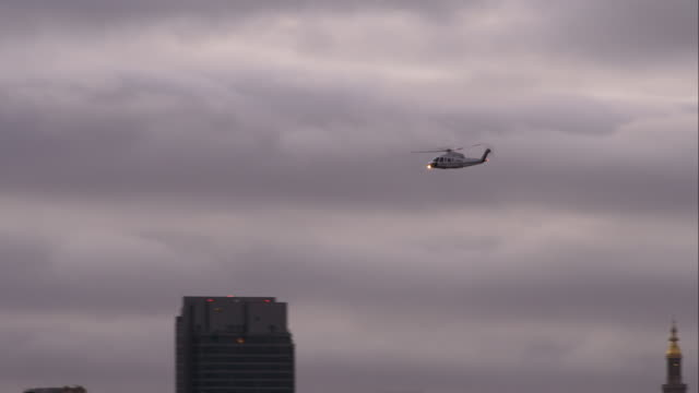 helicopter against the empire states building - overcast stock videos & royalty-free footage