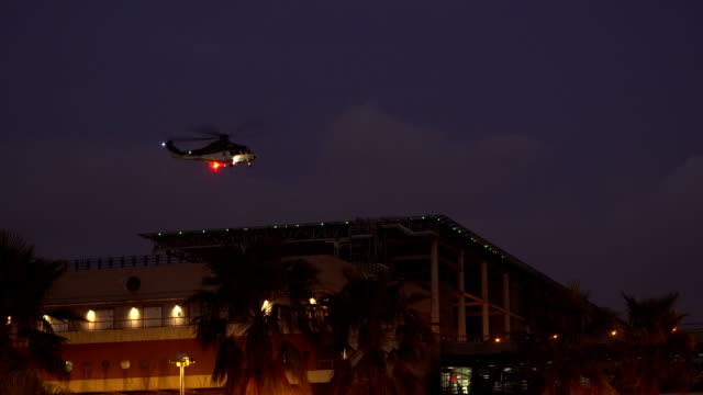 ヘリコプターや高層ビル - ヘリコプター点の映像素材/bロール