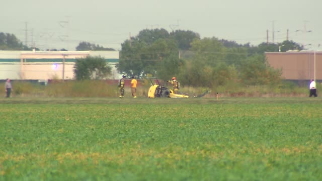 vidéos et rushes de a helicopter crashed at the lansing municipal airport during a training exercise a student was practicing hovering with an instructor when the... - lansing