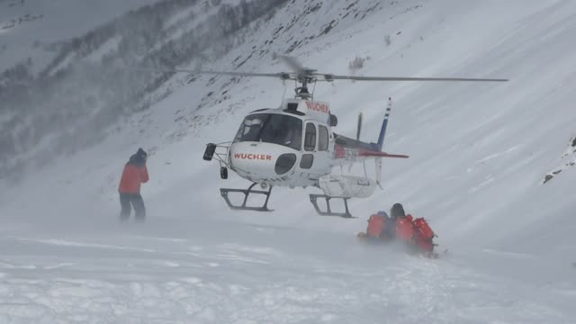 helicopter dropping off skiers on mountain too - helicopter landing stock videos & royalty-free footage