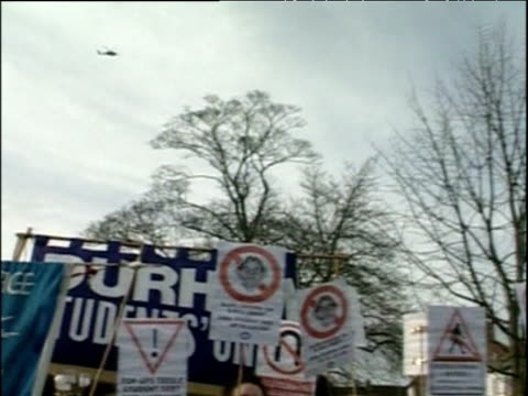 helicopter flies over anti war protesters holding banners nov 03 - イングランド カウンティ・ダラム点の映像素材/bロール