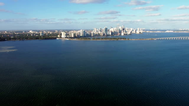 Hubschrauber-Flug über die Biscayne Bay und die Innenstadt von Miami
