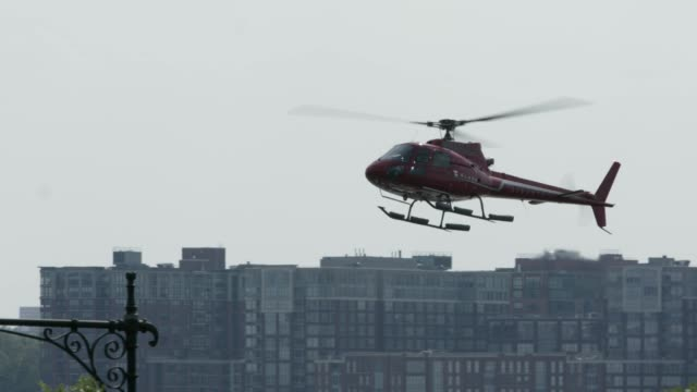 helicopter landing at heliport in nyc - helicopter landing stock videos and b-roll footage