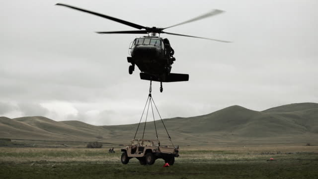 helicopter landing humvee - helicopter landing stock videos & royalty-free footage