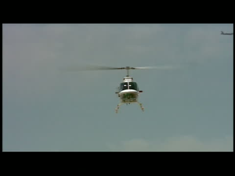 cu helicopter landing - helicopter landing stock videos & royalty-free footage