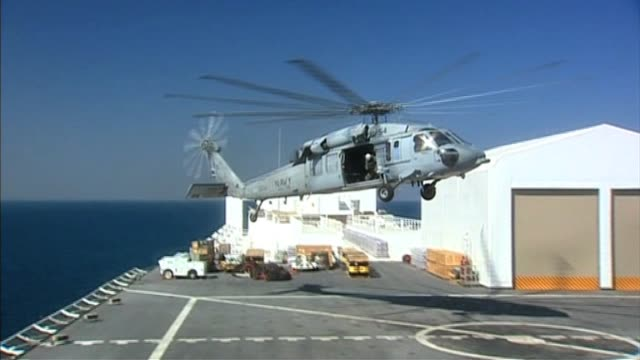 vídeos de stock e filmes b-roll de helicopter lands on us naval medical ship following devastating earthquake haiti 22 january 2010 - hispaniola