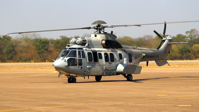 vidéos et rushes de hélicoptère militaire - industrie aérospatiale