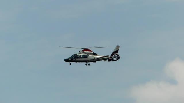 ヘリコプターが空を渡す - ヘリコプター点の映像素材/bロール