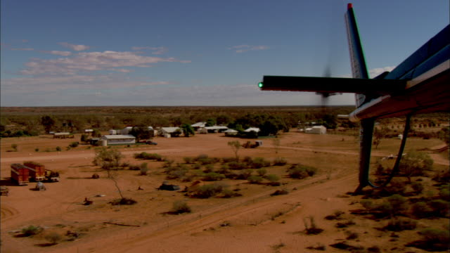 stockvideo's en b-roll-footage met a helicopter tail flies over anna creek station. - anna creek station