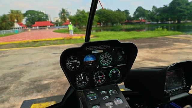 vidéos et rushes de hélicoptère décollait d'une hélisurface - hélicoptère