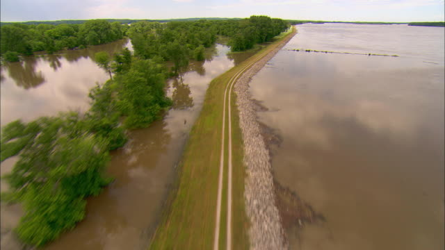 pov of helicopter taking up and flying along levee with mississippi river floodwaters/ clarksville missouri - levee stock videos & royalty-free footage