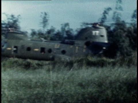 helicopter touching down with us marines running out and taking cover / south vietnam - 南ベトナム点の映像素材/bロール