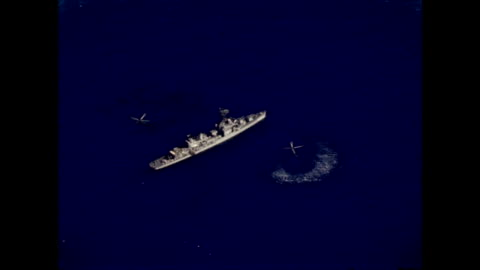 vidéos et rushes de helicopters and naval ship assist with recovery of mercury freedom 7 capsule on may 05, 1961 - 1961