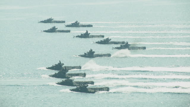 """vídeos de stock, filmes e b-roll de helicopters land with an amphibious assault vehicles and secure the beach head during the ongoing u.s.-thai joint military exercise titled """"cobra... - veículo anfíbio"""