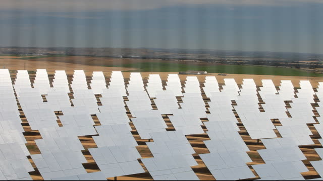 heliostats, large mirrors reflecting the suns energy onto the ps20 solar thermal tower. its is part of the solucar solar complex owned by abengoa energy, in sanlucar la mayor, andalucia, spain. the site has solar tower, parabolic trough and photovoltaic so - climate finance stock videos & royalty-free footage