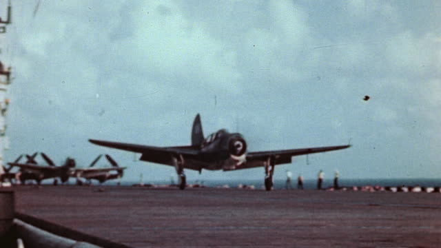 helldivers taking off from deck of aircraft carrier, crewman moving chocks, flight director on deck, tbm avenger taking off, crew on deck / pacific... - air vehicle stock-videos und b-roll-filmmaterial