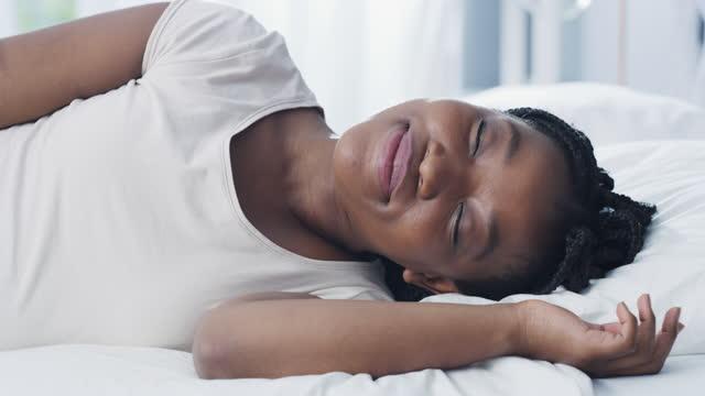 vidéos et rushes de bonjour lit, il est bon d'être de retour - se reposer
