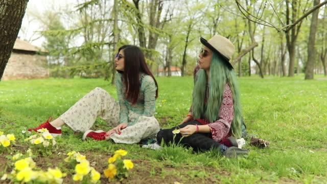 vídeos de stock, filmes e b-roll de olá primavera - cabelo verde