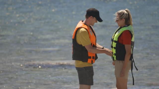 helfende hand mit life jacket - schwimmweste stock-videos und b-roll-filmmaterial