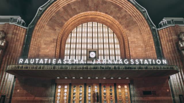 ヘルシンキ中央鉄道のスタイオン広場 - アールデコ点の映像素材/bロール