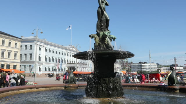helsinki, view of the havis amanda statue near the harbor. - finlandia video stock e b–roll