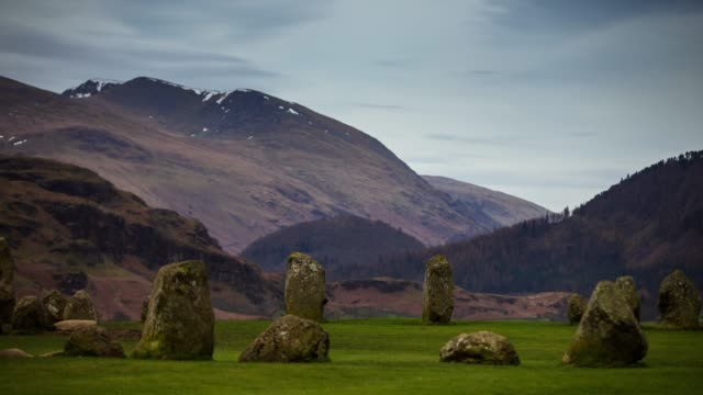 helvellyn rising over castlerigg stone circle-time lapse - archäologie stock-videos und b-roll-filmmaterial