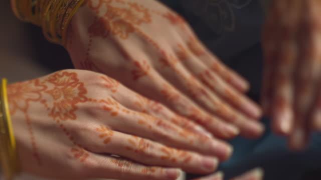 henna tattoo on hands - malaysia stock-videos und b-roll-filmmaterial