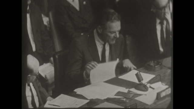 henry cabot lodge jr offers ussr nuclear deal at united nations - arma nucleare video stock e b–roll