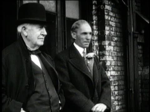 stockvideo's en b-roll-footage met henry ford stands next to thomas edison. - hoofddeksel