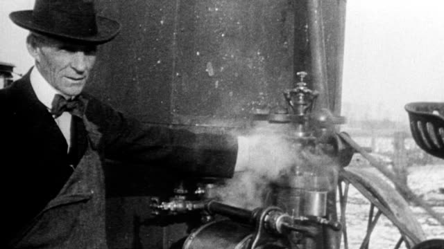 henry ford with steam engine machine - ヘンリー・フォード点の映像素材/bロール