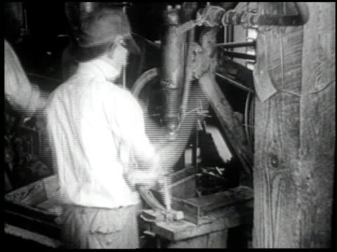 henry ford's mirror of america - 16 of 34 - andere clips dieser aufnahmen anzeigen 2179 stock-videos und b-roll-filmmaterial