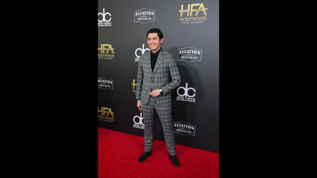 vídeos y material grabado en eventos de stock de henry golding attends the 22nd annual hollywood film awards at the beverly hilton hotel on november 4, 2018 in beverly hills, california. - the beverly hilton hotel