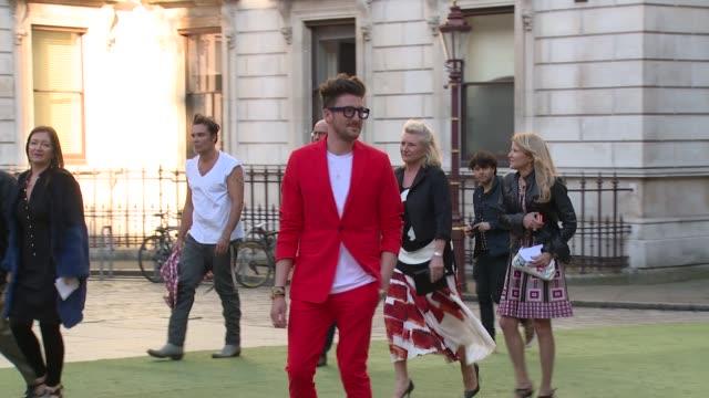 vídeos de stock, filmes e b-roll de henry holland at the royal academy of arts summer party on 4 june, 2014 in london, england. - royal academy of arts