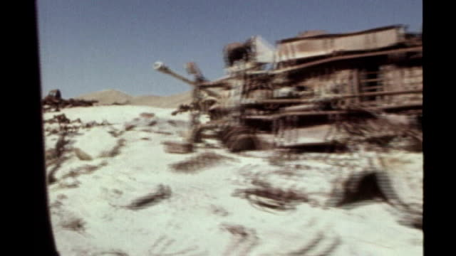 henry kissinger interview october 1973 sinai ext tank towards abandoned military vehicles in the sinai desert from the 1967 war with israel track... - sinai egitto video stock e b–roll
