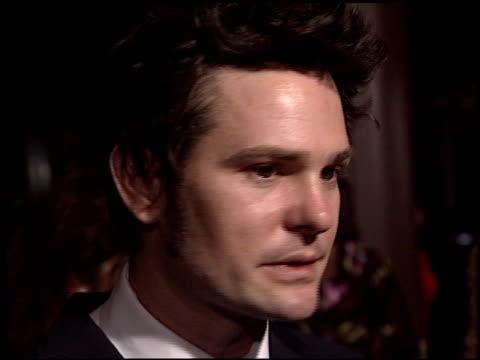 henry thomas at the 'gangs of new york' premiere at dga in los angeles, california on december 17, 2002. - ギャング・オブ・ニューヨーク点の映像素材/bロール