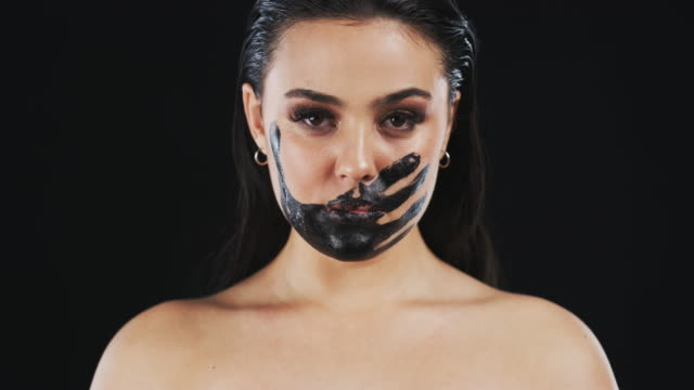 her silence speaks a thousand words - alertness stock videos & royalty-free footage