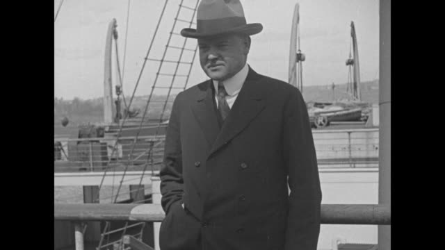 vídeos de stock e filmes b-roll de herbert hoover director of the us food administration stands in front of a boat then removes his hat he has returned from europe where he directed... - presidente dos eua