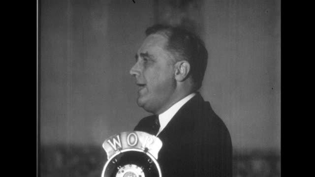 vídeos de stock e filmes b-roll de herbert hoover gives campaign speech / franklin d roosevelt gives campaign speech hoover and fdr give speeches on january 01 1932 - presidente dos eua