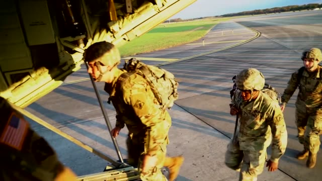hercules aircrew with the 541st sapper company depart from fort knox, kentucky in support of operation faithful patriot. the soldiers are deploying... - us airforce stock videos & royalty-free footage