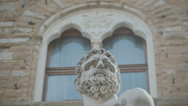 vídeos de stock, filmes e b-roll de hercules e caco escultura em florença - estátua
