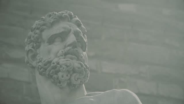 ハーキュリーズ、フィレンツェで カクス の彫刻 - ミケランジェロ点の映像素材/bロール