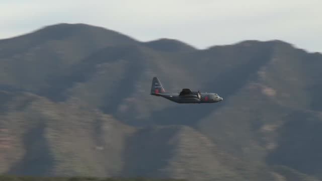 hercules modular airborne fire fighting system conducted aerial fire-fighting training in the grand canyon hills, colorado on may 6, 2019. - 災害対策点の映像素材/bロール
