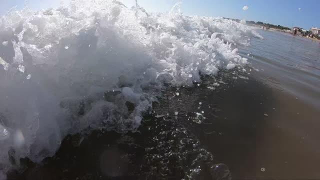 ここに波が来る - カスカイス点の映像素材/bロール