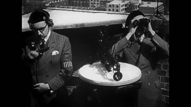 vídeos de stock, filmes e b-roll de hermann goering planing bombing raid on london / german planes taking of and flying to britain / british air defence / air battle / german planes... - air raid