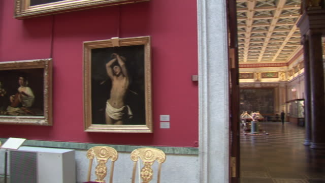 ws pan hermitage museum / saint petersburg, russia - museum stock-videos und b-roll-filmmaterial