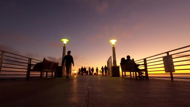 hermosa beach pier california meridionale - dusk video stock e b–roll