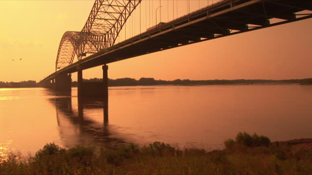 ws hernando desoto bridge over mississippi river at sunset, memphis, tennessee, usa - memphis tennessee stock videos & royalty-free footage