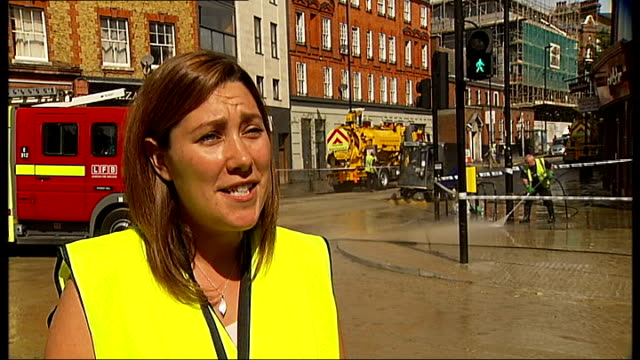 herne hill flooding caused by burst water main ext people wading through flood waters past pub pull sarah sharp interview sot fallen lampost on mud... - herne hill stock videos & royalty-free footage