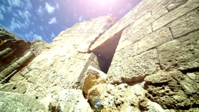 vidéos et rushes de herodion ruines. gros plan - mur